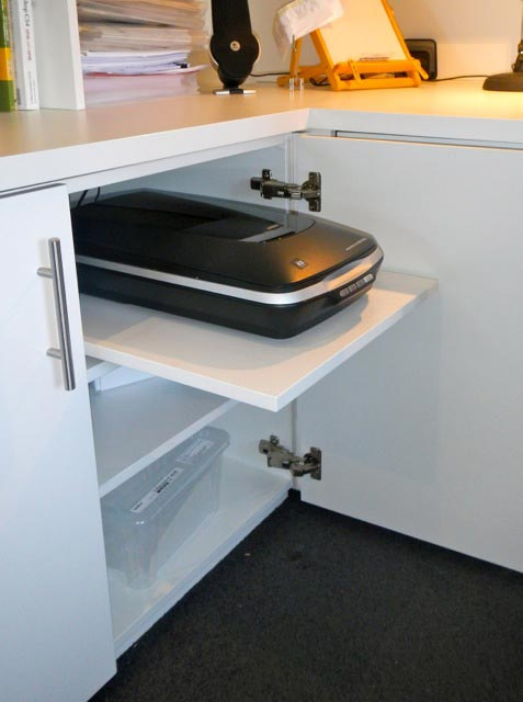 Pull out scanner shelf