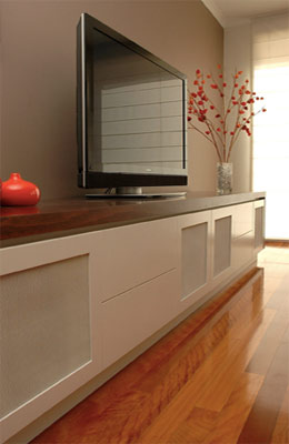Media unit with mesh screens